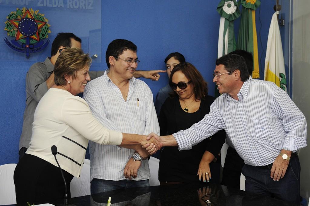 Governadora assina termo de cooperac_a_o para perfurac_a_o e instalac_a_o de poc_os - Elisa Elsie