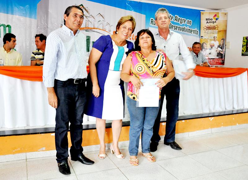 26 03 2014 Governadora entrega certifica do Projeto Mão Amiga em Montealegre Vivian Galvão (120) cópia