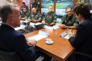 22.08 Governador recebe militares do Exército - Foto Rayane Mainara (3)